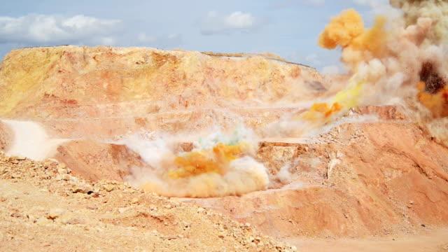 steinbruch-blast - stein baumaterial stock-videos und b-roll-filmmaterial