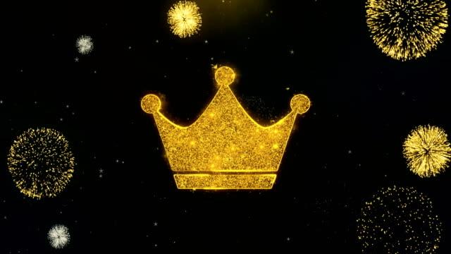 vidéos et rushes de icône de couronne de reine sur l'affichage de feux d'artifice de particules d'or. - couronne reine