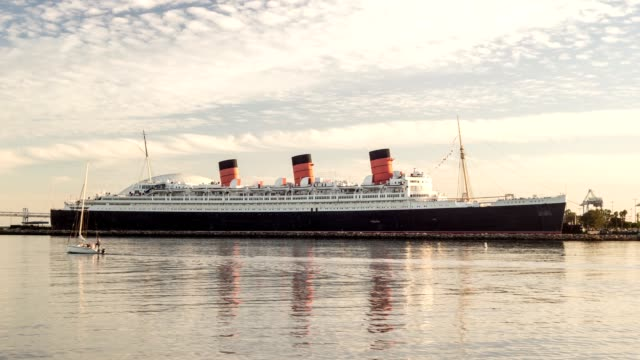 vídeos de stock e filmes b-roll de rainha maria time lapse de vídeo - transatlântico