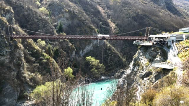 queenstown bungy jump - bungee jumping video stock e b–roll