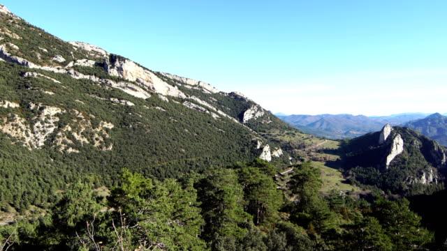 queralt mountain range views - lleida стоковые видео и кадры b-roll