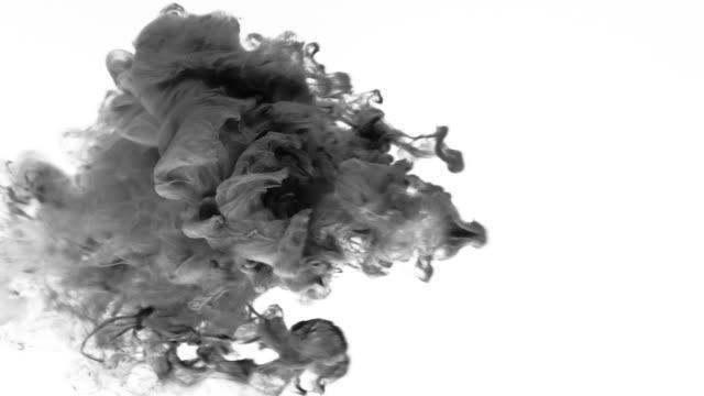 vídeos de stock e filmes b-roll de quick shot of grey smoke on white background hd 1920x1080 - exhaust white background