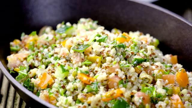 quinoa salad - sallad bildbanksvideor och videomaterial från bakom kulisserna