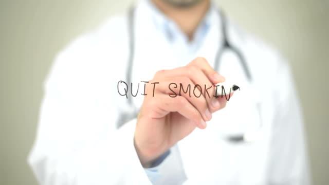 sluta röka, läkare skriva på transparent skärm - djurkroppsdel bildbanksvideor och videomaterial från bakom kulisserna
