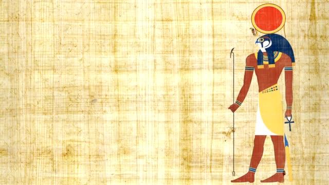 RA el dios egipcio del sol sobre un fondo papiro - vídeo