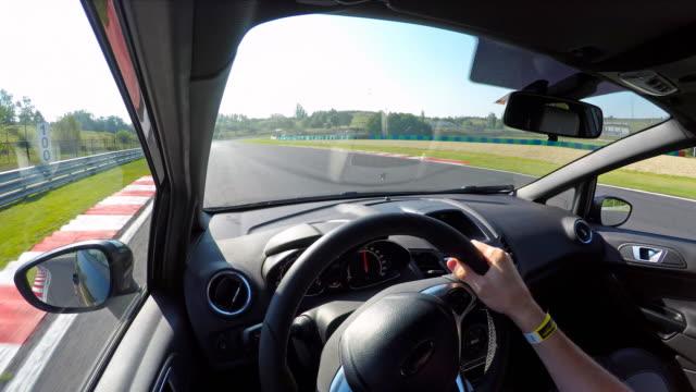 자동차 경주 추진력있는 - 레이싱 스톡 비디오 및 b-롤 화면