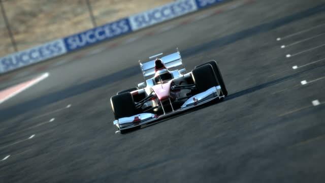 stockvideo's en b-roll-footage met race car on desert circuit - finish line - competitie