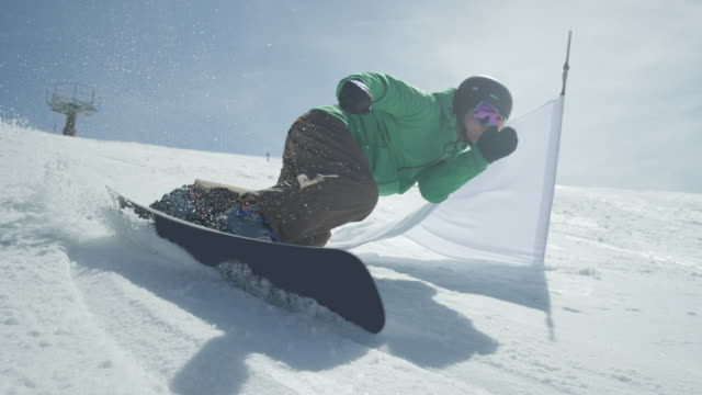 slow motion: race snowboarder riding slalom between the gates - campionato video stock e b–roll