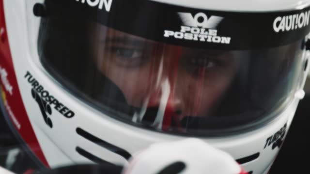 포뮬러 원 자동차 스티어링 조종석에서 racedriver - 레이싱 스톡 비디오 및 b-롤 화면