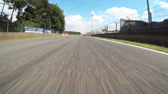 pov yarış pisti - pist stok videoları ve detay görüntü çekimi