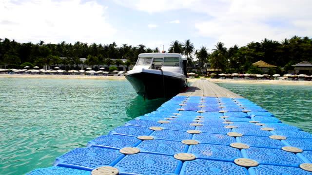 stockvideo's en b-roll-footage met racha island at phuket thailand - duurzaam toerisme