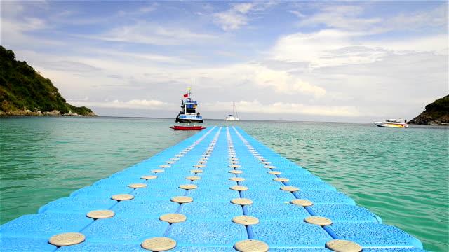 stockvideo's en b-roll-footage met racha island at phuket yhailand - duurzaam toerisme