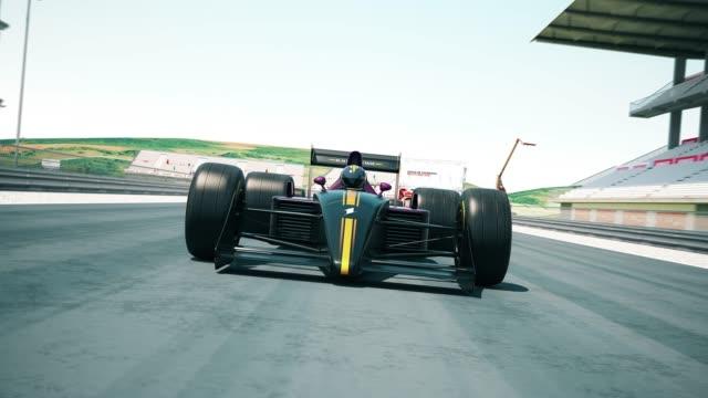 Yarış otomobillerinin finişe - kadar yakın çekim geçiş video