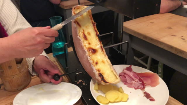 raclette with ham and potatoes - cucina francese video stock e b–roll