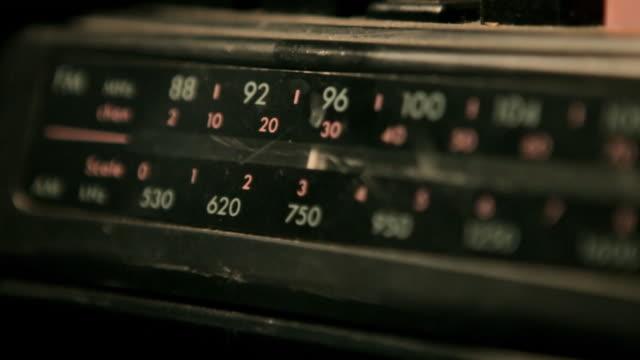 vidéos et rushes de cadran de radio vintage movimiento de - cadran
