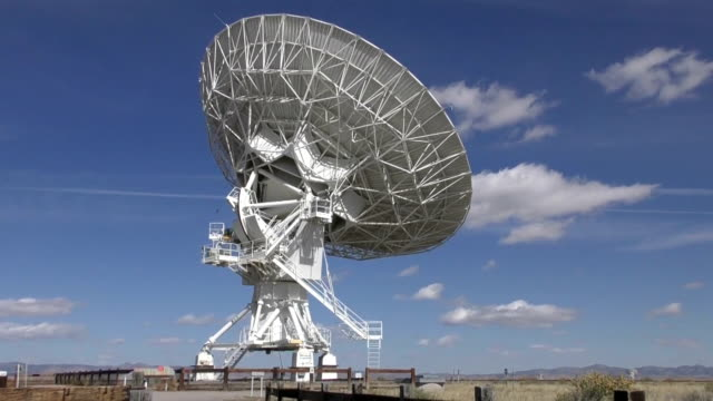 Radiotelescope looking at sky time lapse