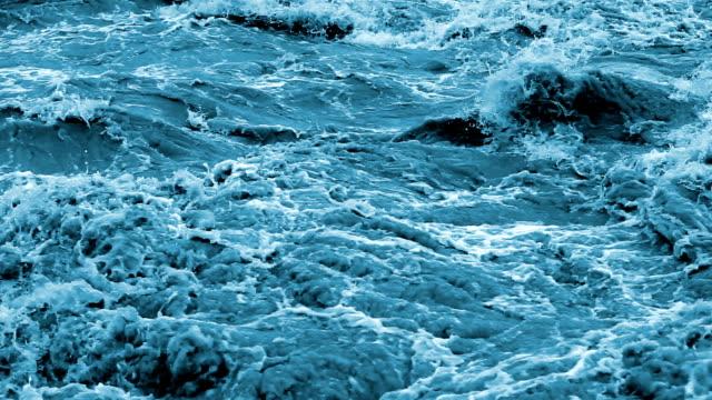 HD : Raging river rapids