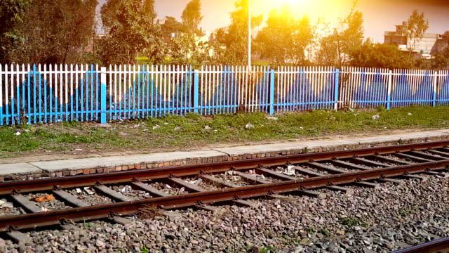 järnväg spårar under solnedgång tid - haryana bildbanksvideor och videomaterial från bakom kulisserna