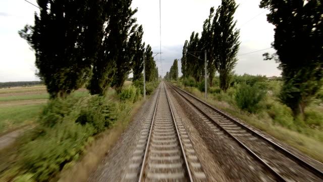 vídeos de stock, filmes e b-roll de lapso de tempo railway - perspectiva espacial