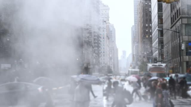 regen und wolken in der new york city - asphalt stock-videos und b-roll-filmmaterial