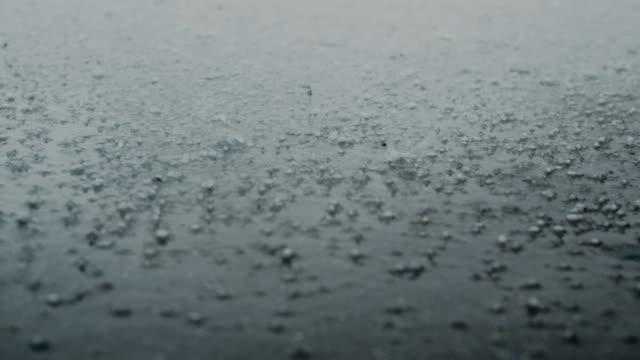 pioggia e grandine - grandine video stock e b–roll