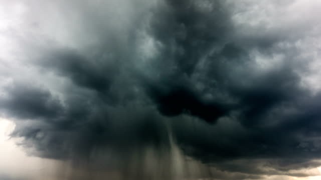 雷、時間経過で雨の雲 - 不吉点の映像素材/bロール