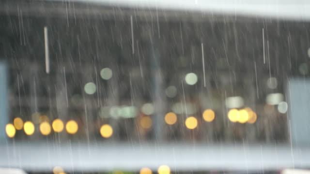 rain drops falling, amazing slow motion closeup of heavy rain falling down in the street - pioggia torrenziale video stock e b–roll