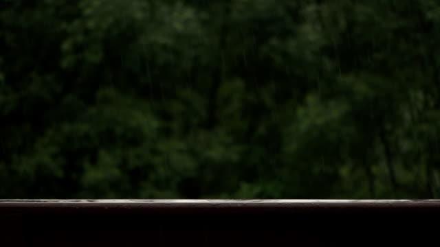 rain drops splashing on wooden balustrade - balaustrata video stock e b–roll