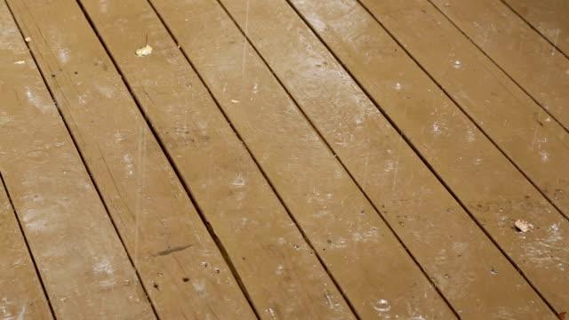 Chuva num baralho - vídeo