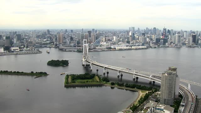 rainbow bridge dagtid - odaiba kaihin koen bildbanksvideor och videomaterial från bakom kulisserna