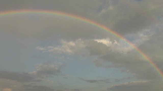 空の虹色 - レインボー点の映像素材/bロール