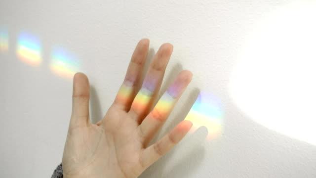 vídeos de stock, filmes e b-roll de arco-íris de impressão manual - arco íris