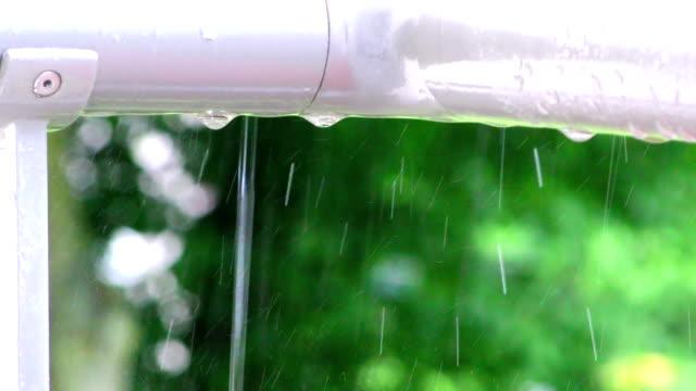 raindrops on pipe - tap water filmów i materiałów b-roll