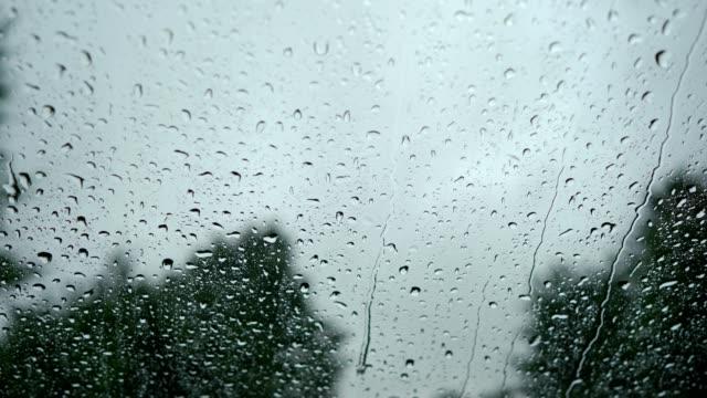 Regentropfen auf der Windschutzscheibe – Video