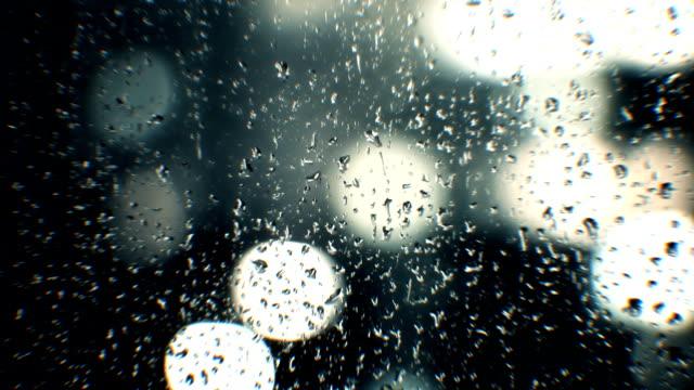 Gouttes de pluie sur la fenêtre - Vidéo