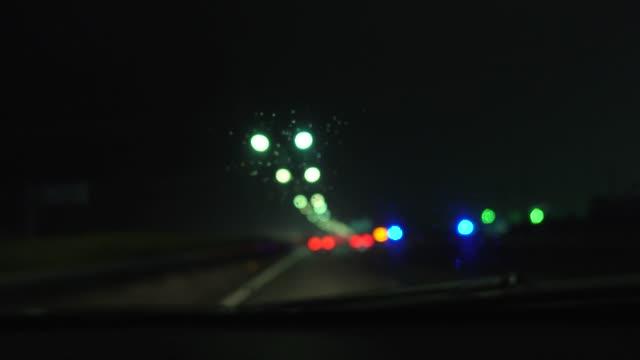 고속도로에서의 폭우 - 초점 이동 스톡 비디오 및 b-롤 화면