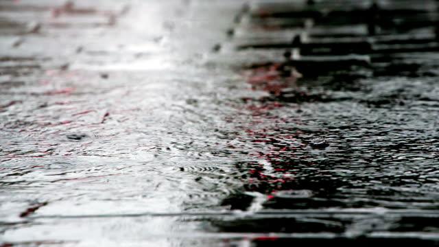 rainwater streams on the sidewalk - marciapiede video stock e b–roll