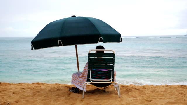 stockvideo's en b-roll-footage met regenachtige dag op vakanties in slow motion - westelijke verenigde staten