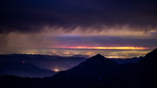 雨の夕暮れ、シエラ ・ ネバダ - 時間の経過 - カリフォルニアシエラネバダ点の映像素材/bロール