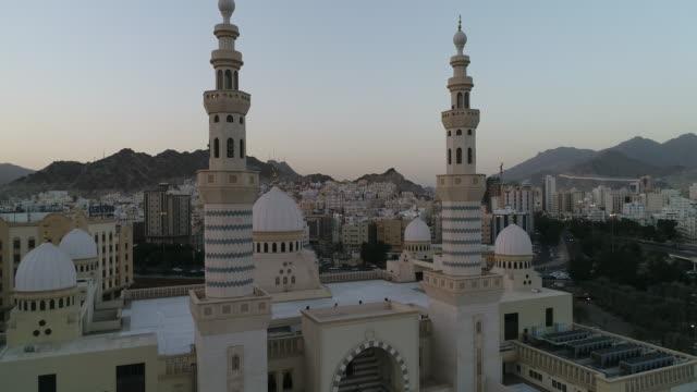 stockvideo's en b-roll-footage met rajhi moskee - mekka - riyad