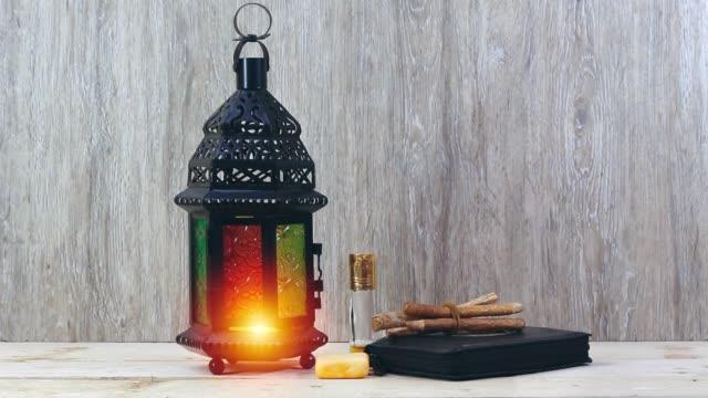 ramadan kareem koncept, lykta och helig bok, parfym, siwak - ramadan lykta bildbanksvideor och videomaterial från bakom kulisserna