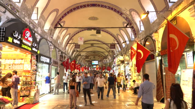 ramadan shopping in grand bazaar in istanbul. timelapse - grand bazaar video stock e b–roll