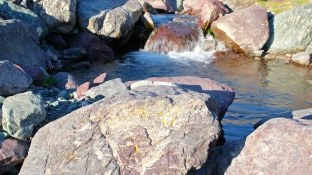 急流と自然の境界 Tsagduult、モンゴルの小さな山川 Ih Sair の石 ビデオ