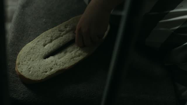 Rasp hiden in bread video