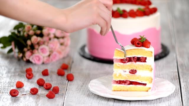 raspberry cream cake with jelly, close up. - sostanza gelatinosa video stock e b–roll