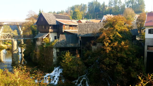 rastoke, a village near plitvice lakes national park in croatia - национальный парк плитвицкие озёра стоковые видео и кадры b-roll