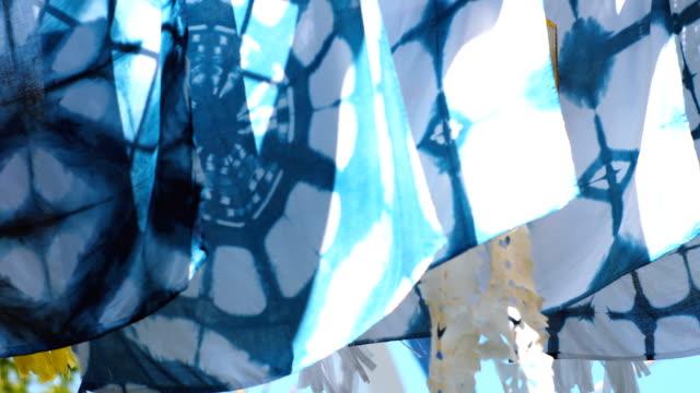 raw indigo tie dye trasa hängdes utomhus - blue yellow bildbanksvideor och videomaterial från bakom kulisserna