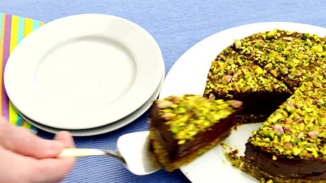 Raw pistachio cake video