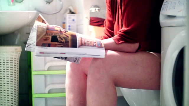 stockvideo's en b-roll-footage met lezen van een tijdschrift in de badkamer. - woman home magazine