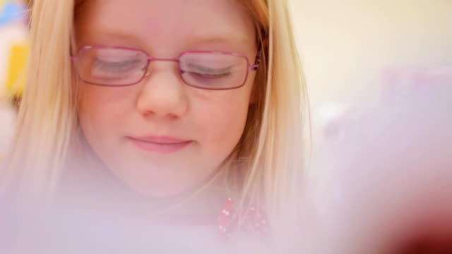 lesen - grundschule stock-videos und b-roll-filmmaterial